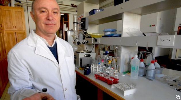 Dr. Roberto Zysler en Laboratorio Resonancias Magnéticas