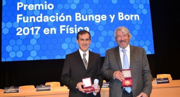 Entregaron los premios Bunge y Born 2017 a dos egresados del Balseiro